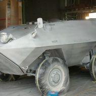 Panzer-wird-weiss-mit-Leimfarbe